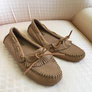 NEVER WORN VINTAGE Minnetonka Leather Loafer